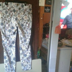 2 for $20 White Floral Jeggings XL (16-18)